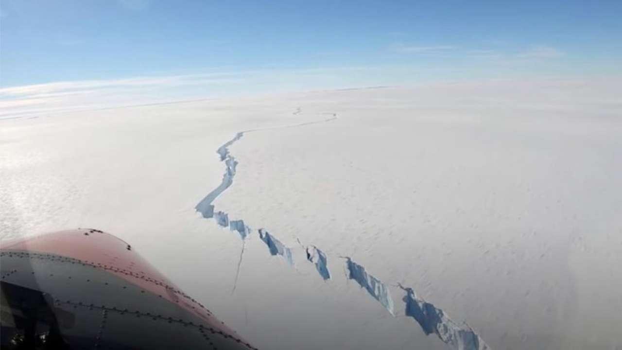 Ogromna góra lodowa większa niż Nowy Jork odrywa się z półki na Antarktydzie